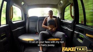 الفتاة الرياضية الساخنة تتبول في الخارج و تتناك من سائق التاكسي في ...